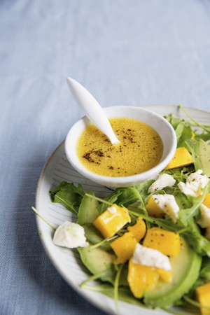Mango and avocado salad with dressing LANG_EVOIMAGES