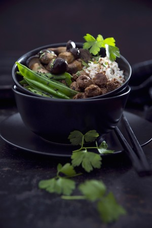 tout: Vegan red quinoa and rice with wild mushrooms, soya chunks, snow peas and black sesame LANG_EVOIMAGES