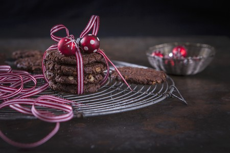 choc: Christmas chocolate and walnut cookies wrapped in gift ribbon with a bauble decoration LANG_EVOIMAGES