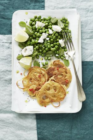 Spaghetti fritters with peas