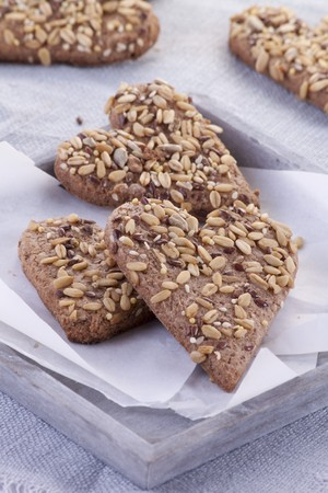 galletas integrales: Wholemeal biscuits with sunflower seeds and flax seeds