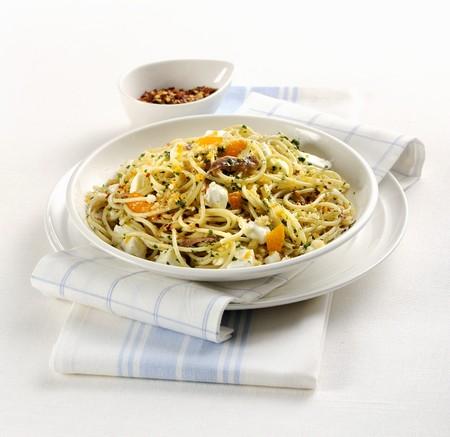Spaghetti allacciuga (Italian pasta with anchovies) LANG_EVOIMAGES