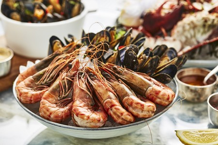 A seafood platter with prawns and mussels LANG_EVOIMAGES