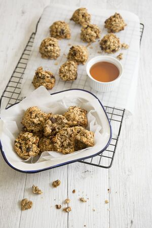roughage: Breakfast biscuits with oats and honey for snack boxes LANG_EVOIMAGES