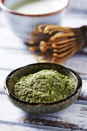 sencha: Organic matcha powder in a ceramic bowl LANG_EVOIMAGES