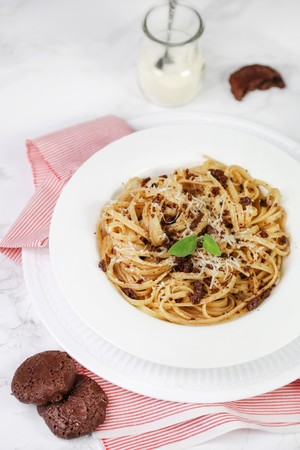 Linguine with brown amaretti and sage LANG_EVOIMAGES
