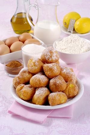 Tortelli Carnevale alla Milanese (Italian fried doughnuts) LANG_EVOIMAGES