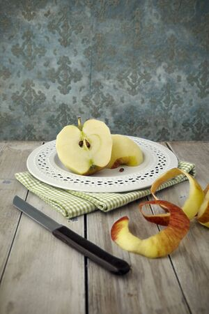 pip: A peeled apple cut in half on a plate LANG_EVOIMAGES