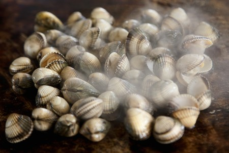 broiling: Steaming grilled cockles