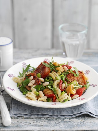 bean family: Pasta salad with tomatoes and roasted garlic LANG_EVOIMAGES