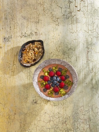 pimiento: Red pepper and raspberry smoothie bowl LANG_EVOIMAGES
