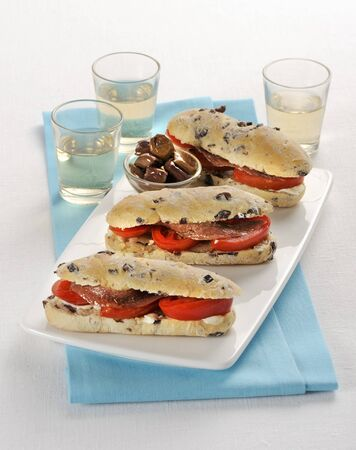 Olive rolls with tomatoes and anchovies LANG_EVOIMAGES