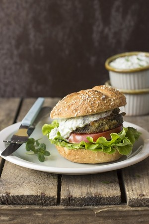 A burger with fried aubergine, tzatziki, tomato and lettuce LANG_EVOIMAGES