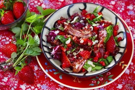 Strawberry salad with crispy bacon and radicchio