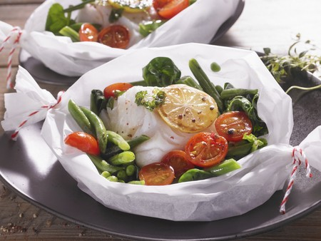 Cod with vegetables and lemons in parchment paper LANG_EVOIMAGES