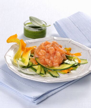 Salmon tartare on a courgette medley with a herb sauce LANG_EVOIMAGES