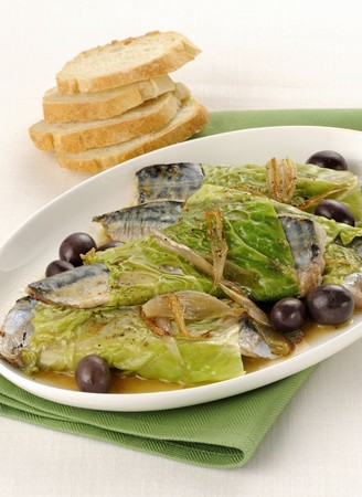 Mackerel wrapped in savoy cabbage with olives LANG_EVOIMAGES