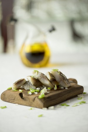 food: Herring in oil with spring onions LANG_EVOIMAGES