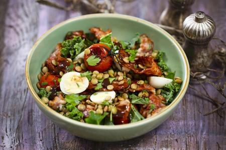 Lentil salad with bacon and egg LANG_EVOIMAGES