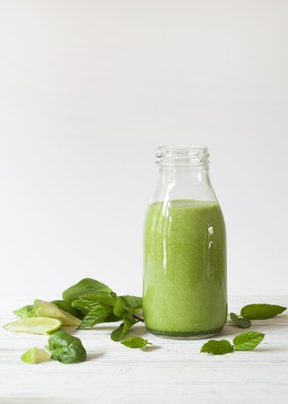 A bottle of spinach, mint and lime smoothie LANG_EVOIMAGES