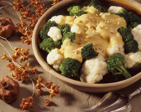 Cauliflower and broccoli with cheese sauce LANG_EVOIMAGES
