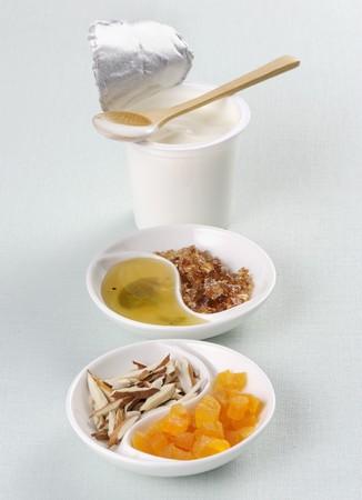 Yoghurt, honey, rock sugar, coconut and candied fruit LANG_EVOIMAGES