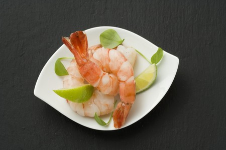 Prawns with lime wedges LANG_EVOIMAGES