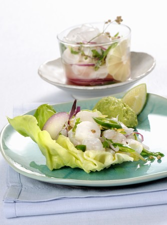 Ceviche on lettuce with an avocado cream LANG_EVOIMAGES