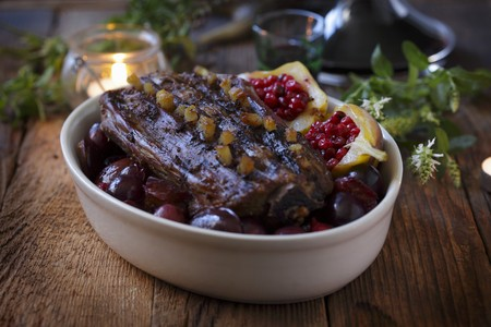 Studded roast venison with plums and lingonberry pears LANG_EVOIMAGES