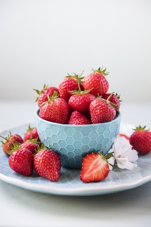 Fresh Strawberries in a White Dish LANG_EVOIMAGES