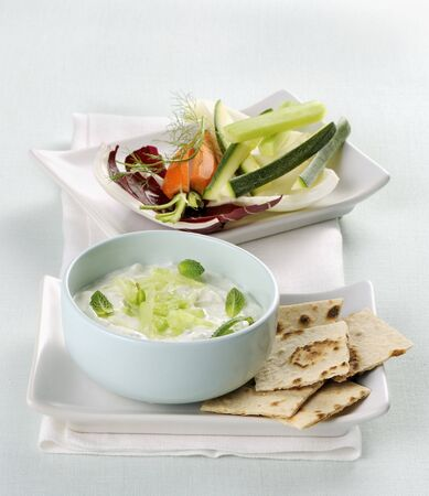 Tzatziki with soy yoghurt and raw vegetables LANG_EVOIMAGES