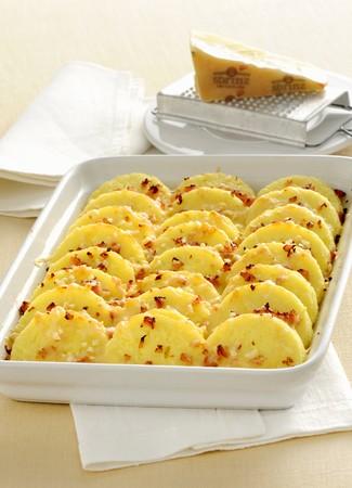 pancetta cubetti: Gnocchetti al semolino e sbrinz (gnocchi di grano duro con formaggio Sbrinz, Italia)