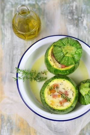 Round courgettes filled with ham and cheese