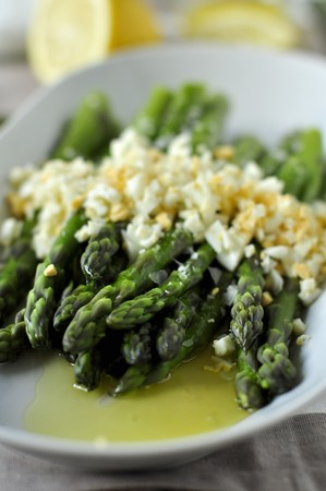 food: Flemish asparagus with chopped eggs