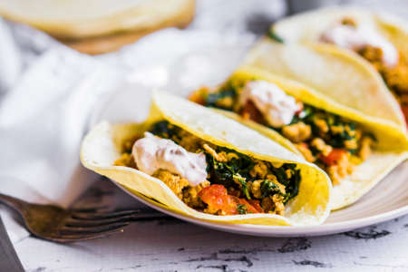 vintage: Tacos with chicken and vegetables LANG_EVOIMAGES
