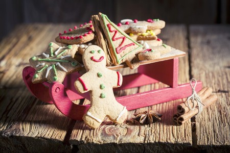 gingerbread man: Gingerbread biscuits on a sleigh for Christmas