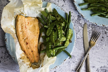 snap bean: Fish baked in paper with beans and mange tout LANG_EVOIMAGES