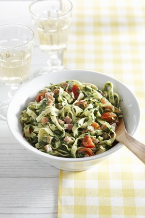 checker: Tagliatelle with fresh herb pesto, tomatoes and diced ham