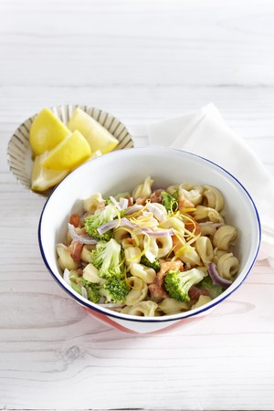 Tortellini with salmon, broccoli and lemon LANG_EVOIMAGES