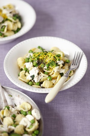Orecchiette pasta with green peas, ricotta and mint LANG_EVOIMAGES