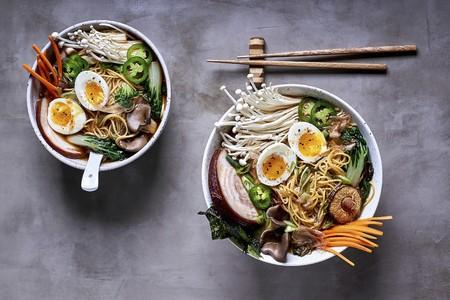 Ramen noodle soup with mushrooms, vegetables, pork belly and egg (Japan) LANG_EVOIMAGES