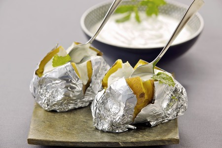 vegetable tin: A sour cream dip for baked potatoes LANG_EVOIMAGES