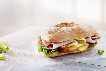 escarola: Baguette with ham, cheese, vegetables and lettuce