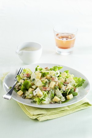 caper: Potato and cheese salad with pears and herbs