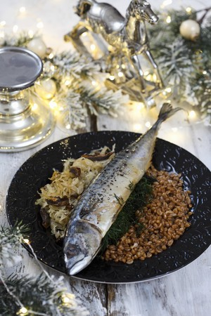 Mackerel with white cabbage and grains for Christmas LANG_EVOIMAGES