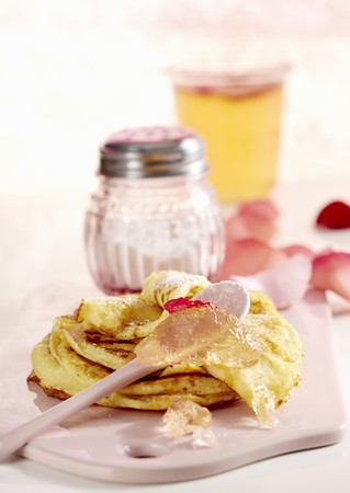 pinky: Sweet pancakes with rose jelly LANG_EVOIMAGES