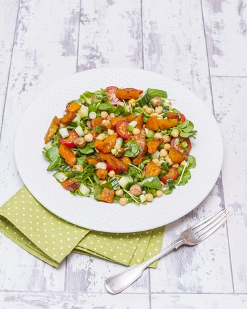 Chickpea and pumpkin salad with hazelnuts LANG_EVOIMAGES