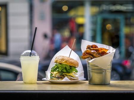 A burglar, lemonade and chips in a fast food restaurant LANG_EVOIMAGES