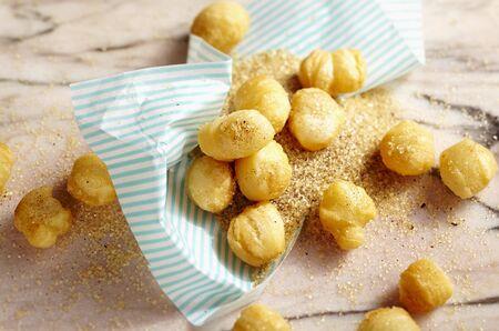 danish puff pastry: Deep-fried puff pastry balls with tonka bean vanilla sugar