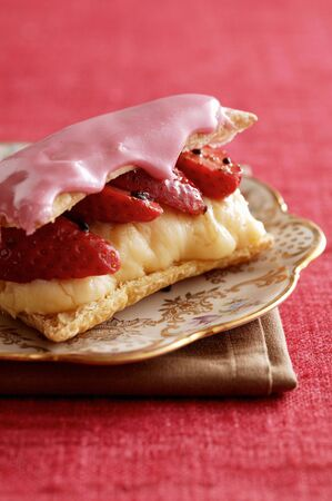 danish: Tompouce (puff pastry slices with vanilla pudding, Netherlands) LANG_EVOIMAGES